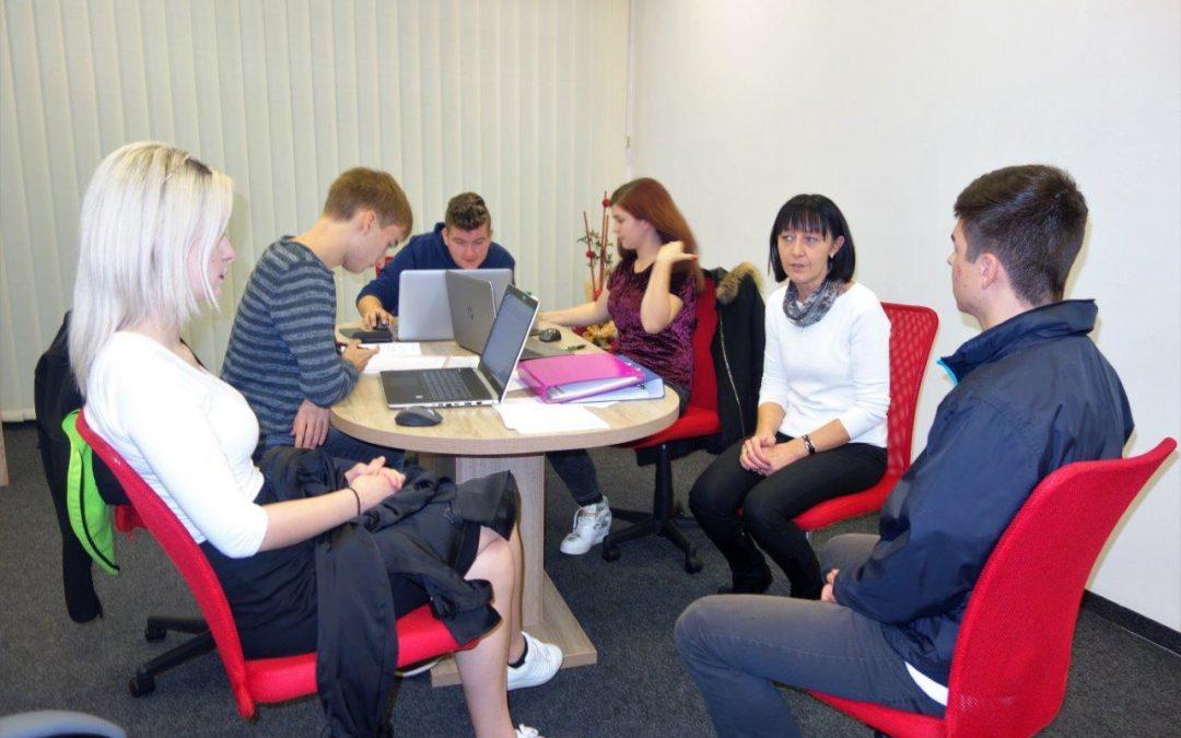 Študenti VSŠ Brežice (ekonomist) na obisku pri dijakih na praksi in pri vodstvu podjetja Intermarket Invest d.o.o. Brežice